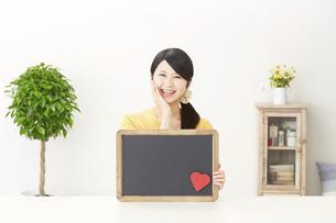 日本人女性の写真素材 [FYI04754371]