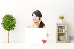 日本人女性の写真素材 [FYI04754518]
