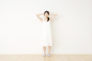 日本人女性の写真素材 [FYI04754585]