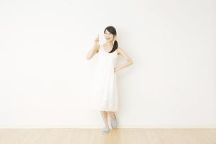 日本人女性の写真素材 [FYI04754589]