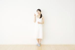 日本人女性の写真素材 [FYI04754596]