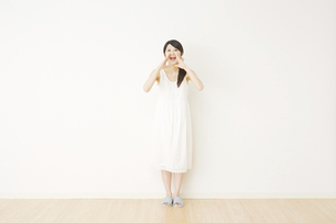 日本人女性の写真素材 [FYI04754646]
