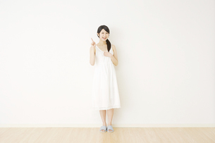 日本人女性の写真素材 [FYI04754660]