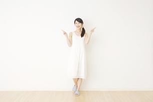 日本人女性の写真素材 [FYI04754682]