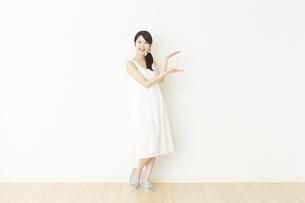 日本人女性の写真素材 [FYI04754749]