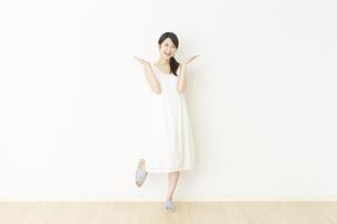 日本人女性の写真素材 [FYI04754759]