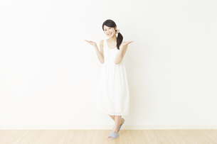 日本人女性の写真素材 [FYI04754760]