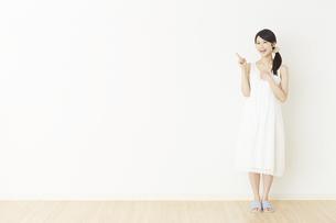 日本人女性の写真素材 [FYI04754808]