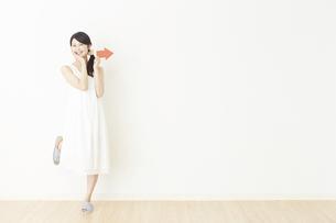 日本人女性の写真素材 [FYI04754825]