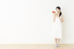 日本人女性の写真素材 [FYI04754828]