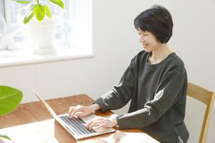 日本人女性の写真素材 [FYI04757599]