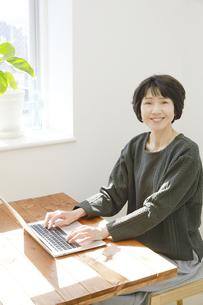 日本人女性の写真素材 [FYI04757603]