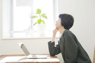 日本人女性の写真素材 [FYI04757610]
