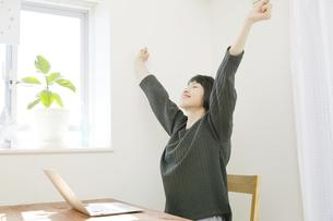 日本人女性の写真素材 [FYI04757731]