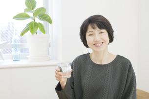 日本人女性の写真素材 [FYI04757860]