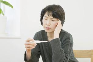 日本人女性の写真素材 [FYI04757877]