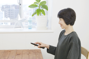 日本人女性の写真素材 [FYI04757900]