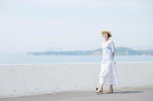 日本人女性の写真素材 [FYI04758006]