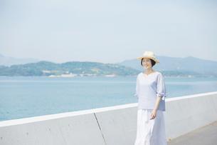 日本人女性の写真素材 [FYI04758016]
