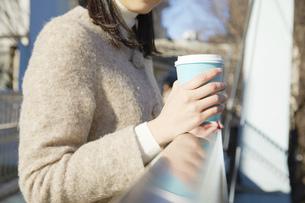日本人女性の写真素材 [FYI04758036]