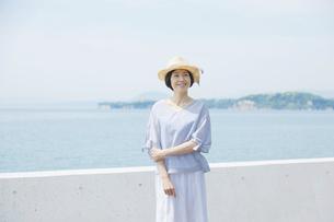 日本人女性の写真素材 [FYI04758037]