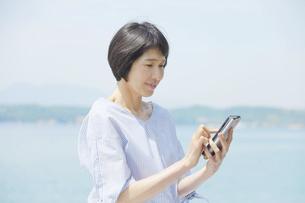 日本人女性の写真素材 [FYI04758115]