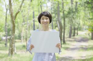 日本人女性の写真素材 [FYI04758167]