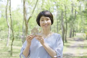 日本人女性の写真素材 [FYI04758176]