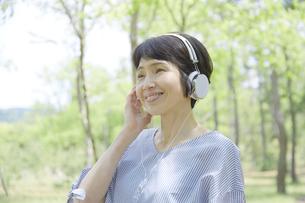 日本人女性の写真素材 [FYI04758177]