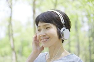 日本人女性の写真素材 [FYI04758180]