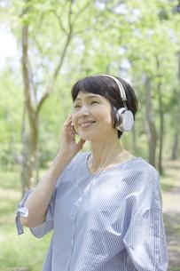 日本人女性の写真素材 [FYI04758183]