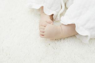 赤ちゃんの足の写真素材 [FYI04758398]