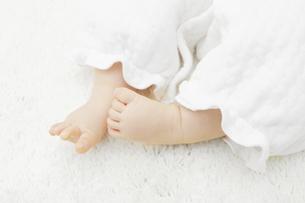 赤ちゃんの足の写真素材 [FYI04758399]