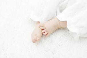 赤ちゃんの足の写真素材 [FYI04758401]