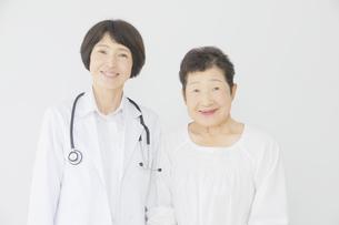 医師と患者の写真素材 [FYI04758584]