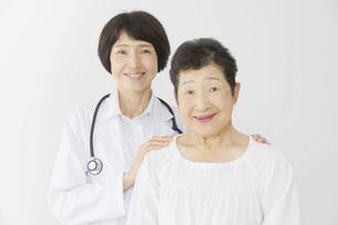 医師と患者の写真素材 [FYI04758599]