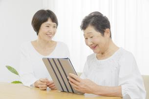 母と娘の写真素材 [FYI04758659]