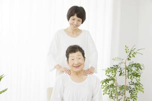 母と娘の写真素材 [FYI04758689]