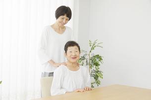 母と娘の写真素材 [FYI04758696]