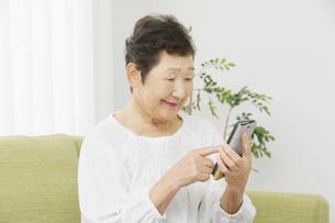 日本人シニア女性の写真素材 [FYI04758791]