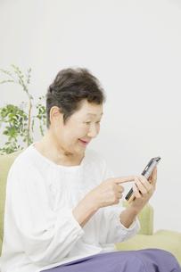 日本人シニア女性の写真素材 [FYI04758793]