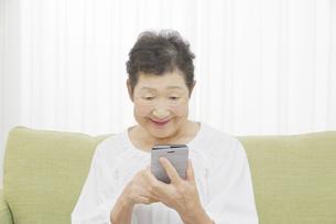 日本人シニア女性の写真素材 [FYI04758795]