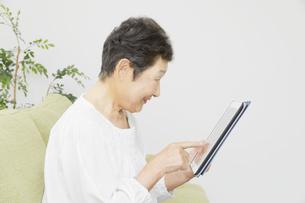 日本人シニア女性の写真素材 [FYI04758799]