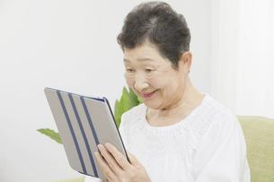 日本人シニア女性の写真素材 [FYI04758803]