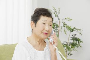 日本人シニア女性の写真素材 [FYI04758821]