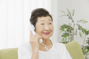 日本人シニア女性の写真素材 [FYI04758835]