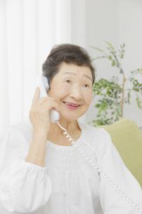 日本人シニア女性の写真素材 [FYI04758836]