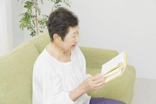 日本人シニア女性の写真素材 [FYI04758838]