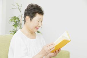 日本人シニア女性の写真素材 [FYI04758839]