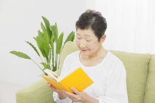 日本人シニア女性の写真素材 [FYI04758840]